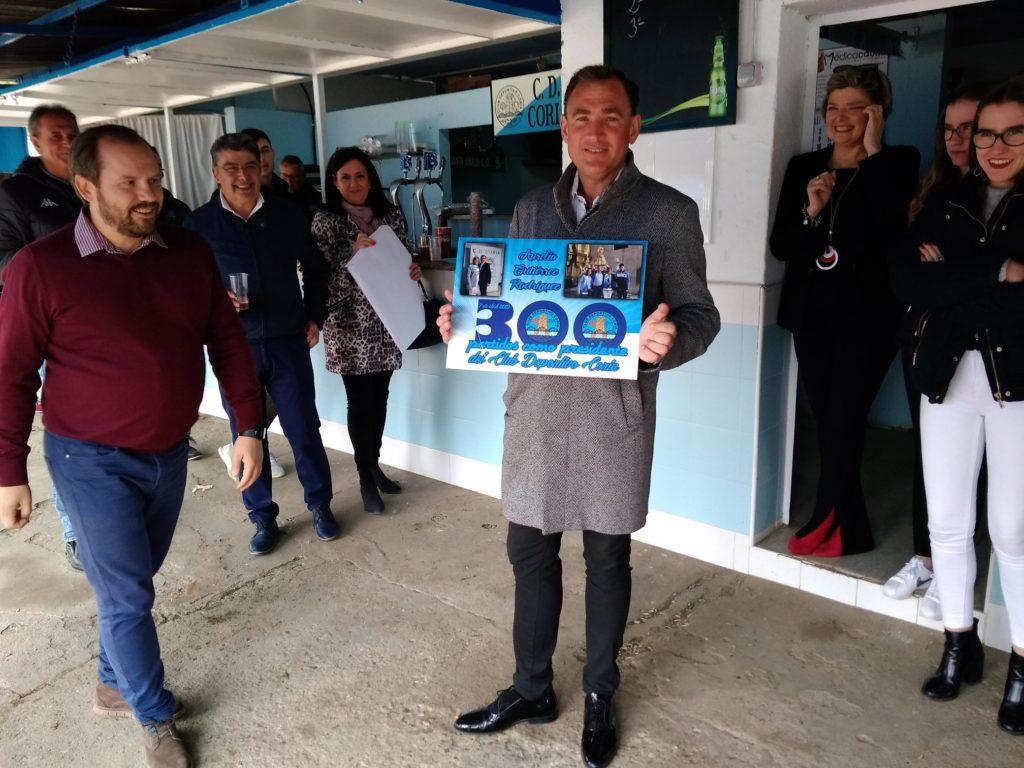 Lely recibió un recuerdo de su partido 300 como presidente
