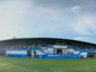 Aspecto de la tribuna de La Isla durante el amistoso entre el Coria y el Extremadura